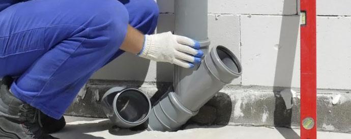 монтаж труб канализации в доме